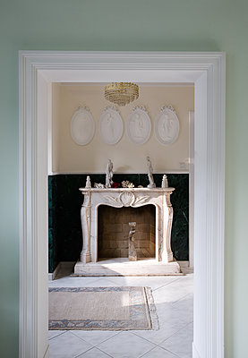 Fireplace room with wall plates - p1198m2227463 by Guenther Schwering