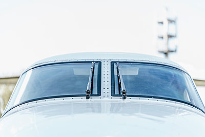 Private jet front view - p586m1208619 by Kniel Synnatzschke