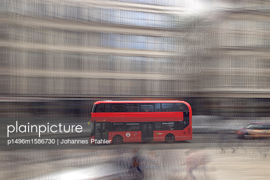 Bus_2 - p1496m1586730 von Johannes Pfahler