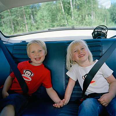 Two children in the back seat Sweden - p5281167f by Johan Willner