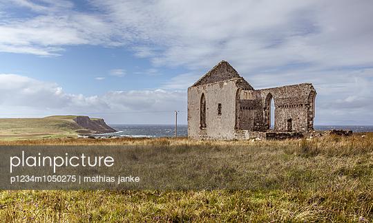 Ruine am Meer - p1234m1050275 von mathias janke