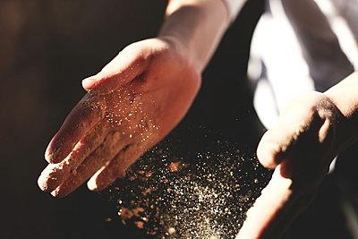 expression of hands splash sand - p1166m2279277 by Cavan Images