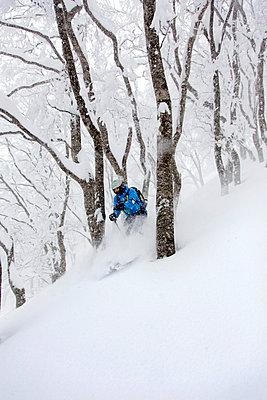 Skifahrer - p322m1040892 von Simo Vunneli