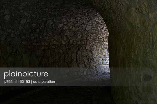 Tunneldurchgang - p763m1160153 von co-o-peration