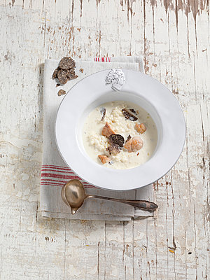 Rice soup with truffle - p1134m949184 by Pia Grimbühler