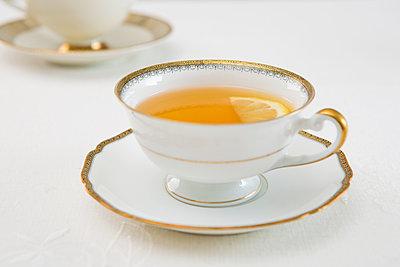 Tee mit Zitrone - p1149m1092675 von Yvonne Röder