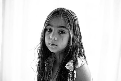 Black & white portrait of multiracial girl with sad face - p1166m2212848 by Cavan Images