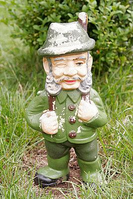 Zwerg im Garten - p1650482 von Andrea Schoenrock