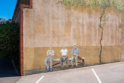 Wall painting, Three seniors on bench - p236m2132945 by tranquillium