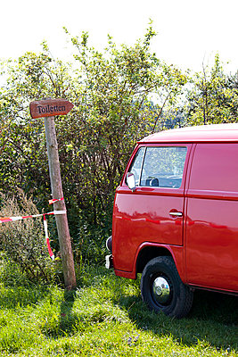 Roter VW-Bus - p4320734 von mia takahara