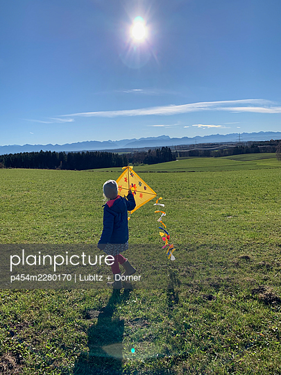 Flying a kite - p454m2280170 by Lubitz + Dorner