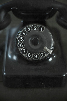 Altes Telefon - p971m944579 von Reilika Landen