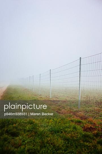 Zaun - p946m938931 von Maren Becker