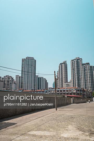 Wohnblocks in Shanghai - p795m1161282 von Janklein