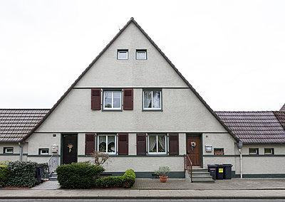 """Haus in der Arbeitersiedlung """"Dahlhauser Heide"""" in Bochum - p105m1025439 von André Schuster"""