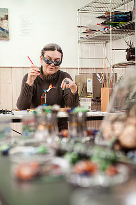 Germany, Bavaria, Mature woman making glass beads - p300m981214f by Robert Niedring