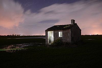 Swamp 's house - p1631m2230940 by Raphaël Lorand