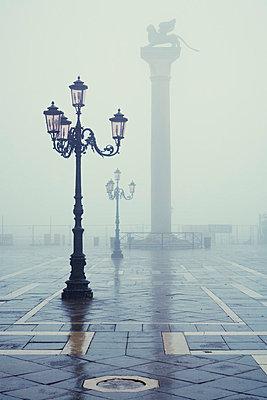 Markusplatz im Nebel; - p3300508 von Harald Braun
