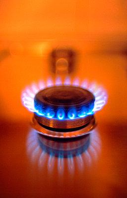 Flamme eines Gasherdes - p8850035 von Oliver Brenneisen