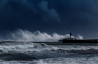 Stürmische See - p910m1159393 von Philippe Lesprit