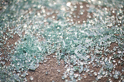 Broken glass - p5860330 by Kniel Synnatzschke