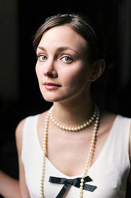 Wearing pearls - p800m830724 by Emma McIntyre