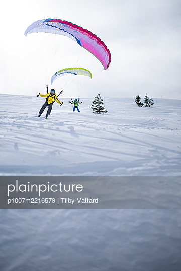 France, Speed riding in winter - p1007m2216579 by Tilby Vattard