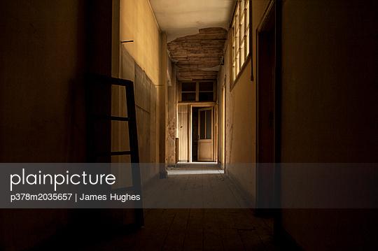 p378m2035657 von James Hughes
