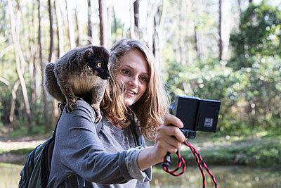 Selfie mit Lemur - p1272m1515600 von Steffen Scheyhing