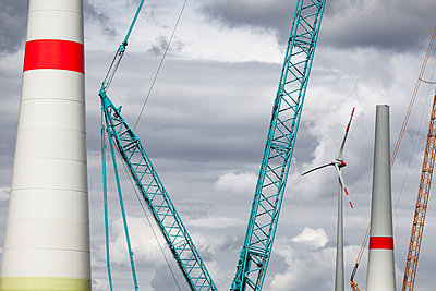 Crane with wind turbine under construction - p327m1216591 by René Reichelt