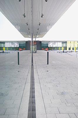 Platz mit einem Dach - p9791272 von visual2020vision