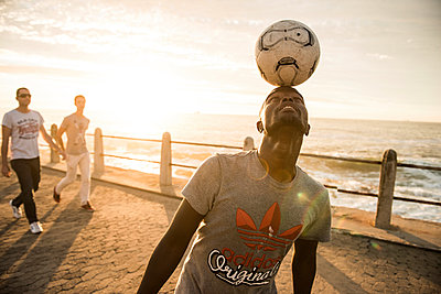 Freestyle Football - p1142m966093 by Runar Lind