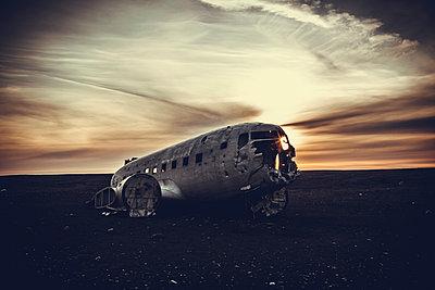 Flugzeugwrack  - p979m1072030 von Sabine Skiba