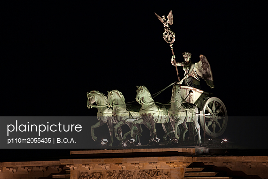 Quadriga, Brandenburg Gate - p110m2055435 by B.O.A.