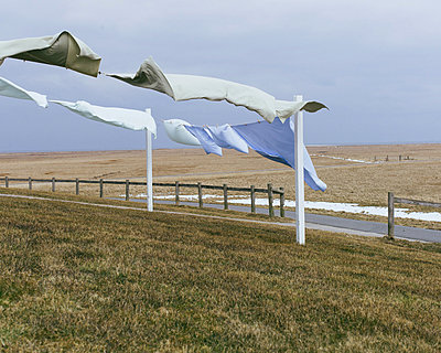 Laundy dried by the wind - p1085m876960 by David Carreno Hansen