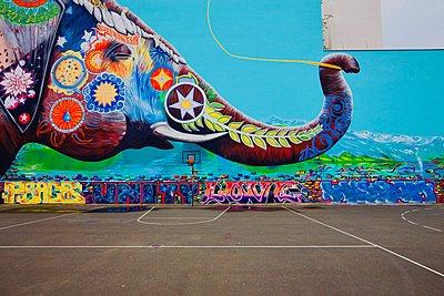 Graffiti, Colourful elephant - p1399m1561837 by Daniel Hischer