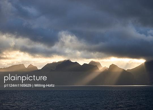 Lofoten im Sonnenuntergangslicht - p1124m1165629 von Willing-Holtz