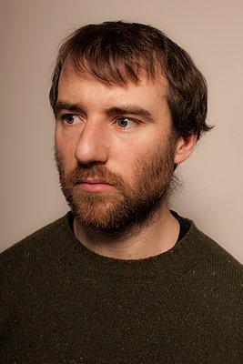 Portrait of man with beard - p1017m1185336 by Roberto Manzotti