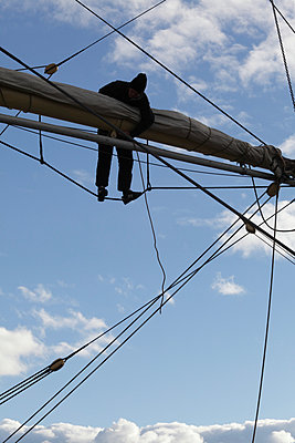 Rigging of a tall ship - p235m945934 by KuS