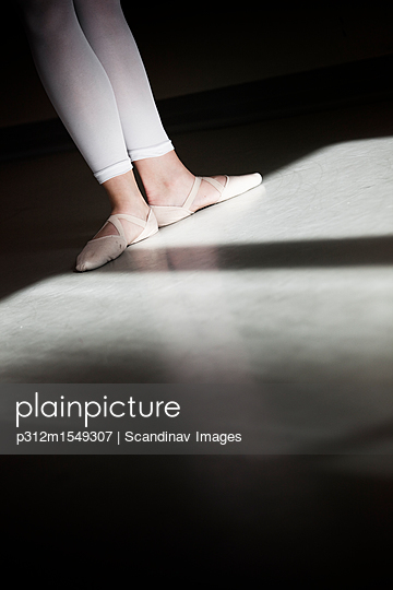 plainpicture | Photo library for authentic images - plainpicture p312m1549307 - Low section of ballet dancer - plainpicture/Johner/Scandinav Images