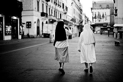Ordensschwestern - p9460043 von Maren Becker