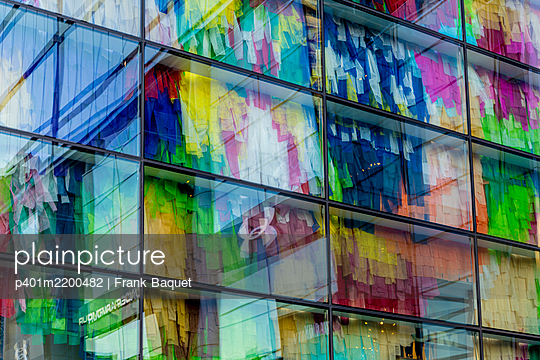 Glass facade with textile decoration - p401m2200482 by Frank Baquet