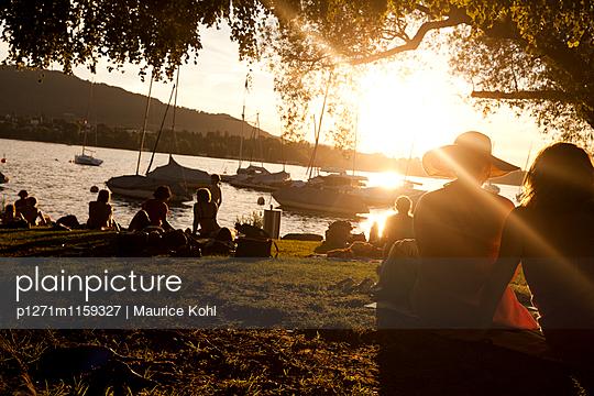 Abend am See - p1271m1159327 von Maurice Kohl