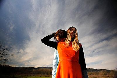 Young couple, portrait - p1105m2231732 by Virginie Plauchut