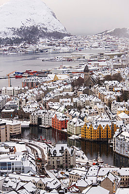 View of cityscape in winter - p312m799332f by Per Eriksson