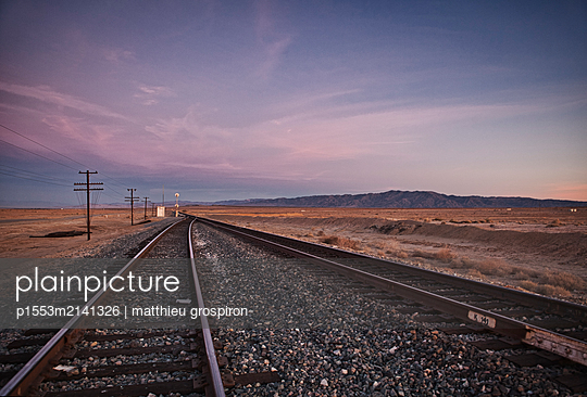 tracks - p1553m2141326 by matthieu grospiron