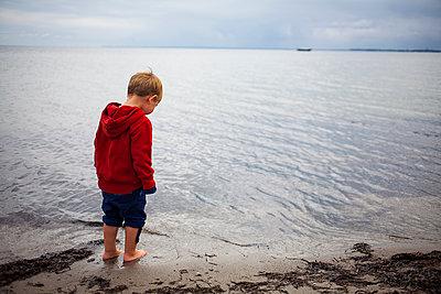 Kind am Meer - p1386m1452188 von beesch