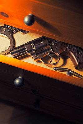 Handcuffs; cartridge and revolver - p3300378 by Harald Braun