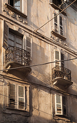 Old facade - p9710029 by Reilika Landen