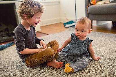 Großer Bruder, kleine Schwester - p1361m1332377 von Suzanne Gipson